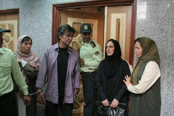 فیلم سینمایی پشت در خبری نیست مهراوه شریفی نیا