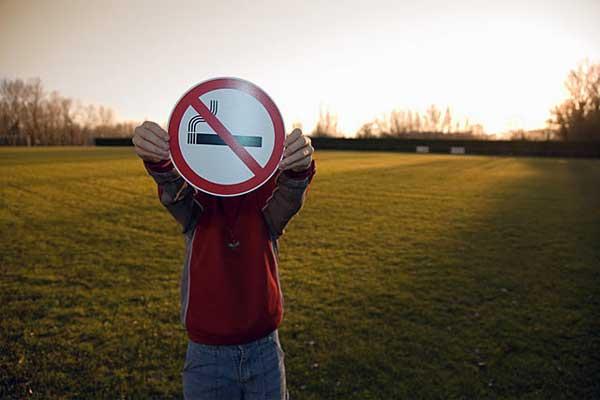 وقتی ترشی معده دارید سیگار نکشید