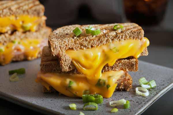 طرز تهیه ساندویچ انگشتی گوشت و پنیر